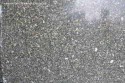 内部の外壁のクラッディングの床の敷物または舗装のための磨かれたか、または砥石で研がれたか、または炎にあてられた石造りの平板によって特定のサイズにカットされるタイルのスイセンの緑の花こう岩
