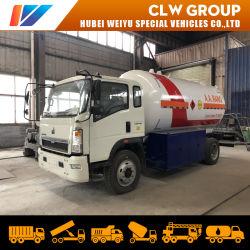 LPG die van de Vrachtwagen van de Tanker van LPG van HOWO 5mt 5t 5tons Cilinder vullen die van de Automaat van de Tanker van de Levering van de Vrachtwagen de Mobiele de Vrachtwagen van de Bobtail van LPG vullen