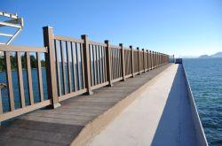 木製のプラスチック合成物WPCの柵/Handrailing H90-90