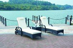 Из ротанговой пальмы на открытом воздухе с лежаками для загара на открытом воздухе кровать из ротанговой пальмы и навес плетеной мебели