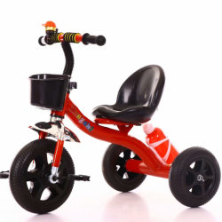 中国の子供の三輪車の赤ん坊の手押車はスクーターのバイクの歩行者をからかう