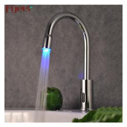 Kaltwasserhähne mit berührungslosem Badezimmerhahn mit LED-Leuchten