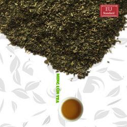 Grüner Tee, der EU organisches Matrial vom Teebeutel auflockert