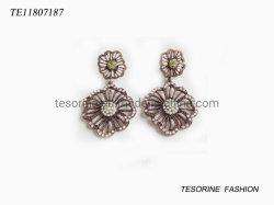 Nueva llegada de lujo en la parte superior de diseño de moda de Metal Joyería de pendientes de Flor sencilla vaciar