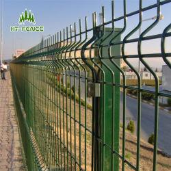 Puder, das grüne Farben-geschweißtes Ineinander greifen-Zaun beschichtet