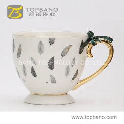 中国からのハンドルの金手を搭載する紙コップが付いているギフトの磁器の茶コーヒーカップの陶磁器のマグ
