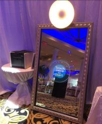 Het automatische Scherm van de Aanraking de Decoratie van de Partij van het Huwelijk van de Machine van Photobooth van de Tribune van de Cabine van de Spiegel van Selfie van 65 Duim
