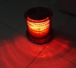 低強度の太陽動力を与えられた航空障害物表示燈