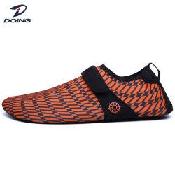 El agua al por mayor zapatos para hombres, el agua Playa el Agua los zapatos de piel calzado para caminar sobre el agua inflables hombres Zapatos Zapatos de piel