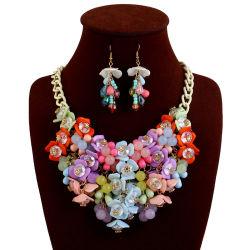 Perla stabilita del Rhinestone del fiore della resina acrilica delle signore dei monili della collana dell'orecchino