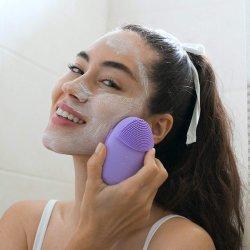 Soins de la peau face à un salon de beauté l'appareil de nettoyage du visage en silicone Sonic nettoyer la brosse de masque