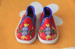 Источник на заводе оптовой Tiger головки новорожденных обувь, китайский ребенок с вышитым башмака, мягкий единственного малыша хлопок обувь