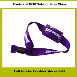 アクセス制御システムに使用する小型プラスチックPVCカードRFID/NFCの札が付いているナイロンかポリエステルによって編まれるリスト・ストラップ