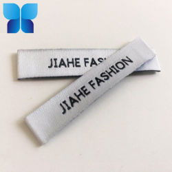 Coser personalizado en la parte trasera bordados etiqueta tejida para vestir