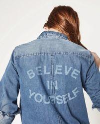 印刷の女性の長い袖の偶然のデニムのジーンのワイシャツの印刷のジーンズのワイシャツが付いている西部のヨークの女性のデニムのワイシャツ20年の工場高度のカスタマイゼーションの