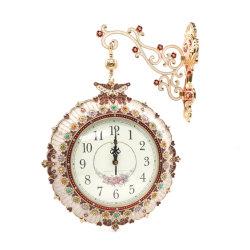 ساعة حائط بألواح معدنية ذات وجهين