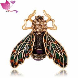 ファッションメタル昆虫のブローチピンデザイナーの注文のブローチの女性
