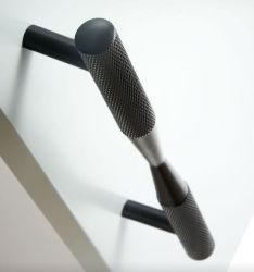 OEM/ODMの高品質2020の新しいアルミニウム金は家具の/Cabinetの真鍮の刻みをつける長いハンドルにブラシをかけた