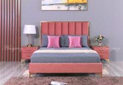 غرفة نوم بسرير كينج وأريكة يمكن تحويلها إلى سرير مع سرير تنجيد حديث