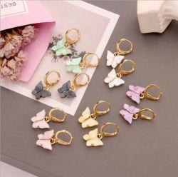 Orecchini semplici e popolari acrilici variopinti degli orecchini dell'amo dell'orecchio della farfalla di modo, per le donne