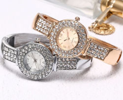 Hübsche Frauen-Armband-Uhr CZkristallrhinestone-Diamant-Zoll-Firmenzeichen