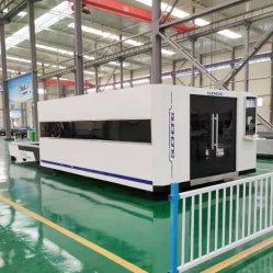 6kW の IPG Raycus 鋳鉄製ベッド、ファイバレーザーカット 金属製シートプレート用の密閉保護カバー付き機械