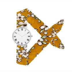 Hübsche Frauen-Uhr-Legierungs-Kasten-Tuch-Band-Mädchen-Armbanduhr-Quarz-Bewegung