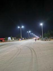 Pôle d'éclairage LED Bub produits solaires Spot allume la LED Rue lumière solaire tout en un seul pour les projets du gouvernement