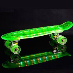 2021 heißer Verkauf OEM Lieferanten Günstige 22 * 6 Zoll Kunststoff transparent Skateboard mit LED-Rädern für Einsteiger Street Surfing