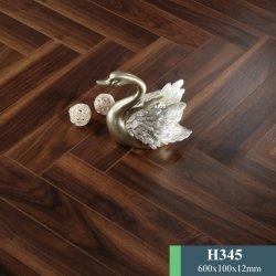 La technologie allemande à chevrons HDF étanche plancher stratifié décoratif