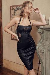Halterneck背部が開いたSleevelesssの空の箱のレースの黒の服