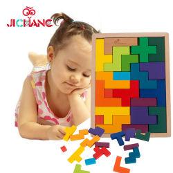 장난감이 지적인 고전적인 나무로 되는 Tetris 수수께끼 게임에 의하여 농담을 한다
