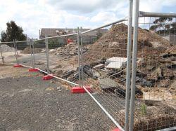 Painel de Esgrima temporário no local de construção (XMM-TF)