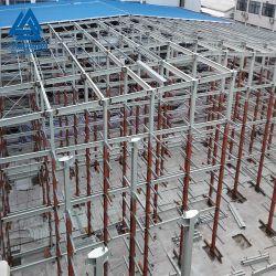 El marco de metal con estructura de acero y Taller de hoja de techo