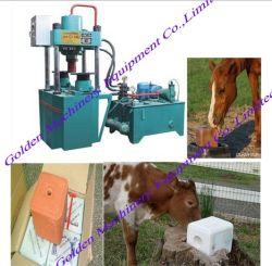 Alimentation des animaux de ferme à lécher le sel minéral bloc hydraulique Appuyez sur la machine