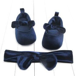 製造業者の安い価格のHotsaleの柔らかいゴム製唯一の幼児の幼児はヘッドバンドを持つ女の赤ちゃんの王女に服を着せるShoes