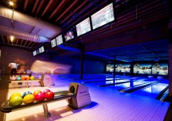 Bowling con rivestimento sintetico Glow-in-dark
