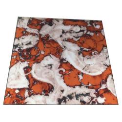 La Decoración de pared de cristal de espejo antiguo con hojas de color rojo brillante