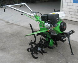 Landwirtschafts-Energien-Pflüger-Benzin-Energien-Landwirt