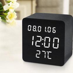 Horloge en bois carré lumineux à LED de la commande vocale Réveil