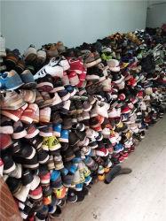 使用された靴の大きいサイズのスポーツは最もよい品質の混合の靴に蹄鉄を打つ