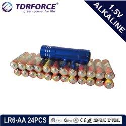 بطارية قلوية أساسية جافة بقوة 1,5 فولت مع CE/ISO مع هدايا ترويجية Torch 24 pcs (حجم LR6/AA)