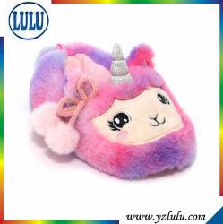 赤ん坊のプラシ天のためのプラシ天の動物の靴はソックスの冬の暖かい靴に蹄鉄を打つ