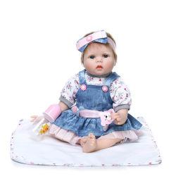 55cmのシリコーンの生まれ変わるベビードールのリアルで柔らかい布ボディ新生のBebeの誕生日プレゼントの女の子の人形のおもちゃ