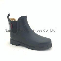 De alta calidad impermeable clásico color negro liso en la lucha contra el tobillo de nieve al aire libre jardín de invierno el Chelsea Goma Wellington Botas de lluvia para las mujeres OEM