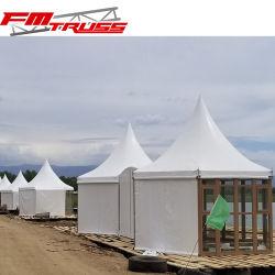 Châssis en acier étanche PVDF Glamping tentes avec chambre à coucher et salle de bains