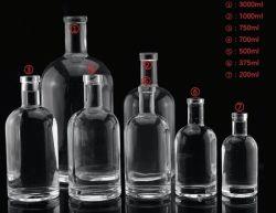 Insieme di vetro classico della bottiglia di spirito
