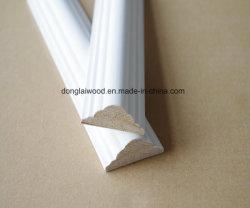 Matériaux de construction de la Chine usine de haute qualité d'alimentation de la compétitivité des prix des matériaux de décoration Apprêt blanc moulures de bois de moulage de plafond