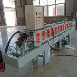 機械を形作るローラーシャッター機械鋼鉄側面図を描くロール