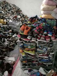 O calçado usado calçado creme calçado casual com preço competitivo